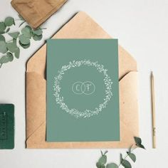 Faire-part mariage champêtre très tendance avec une couronne végétale. Découvrez toute notre collection de faire-part de mariage haut de gamme.