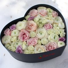 #heart #flowers #box #flowersbox #giftbox #flowersinabox #floriincutie #cutiecuflori #inima #macarons #cadou #sayitwithflowers #madewithjoy #paulamoldovan #livadacuvisini #colors #happyflorist #bucuresti #bucharest #roses #ranunculus Flower Quotes, Bucharest, Ranunculus, Macarons, Roses, Heart, Box, Ethnic Recipes, Snare Drum