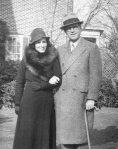Rose Kennedy's Family Album - Rose and Joe Kennedy on Christmas Day in Bronxville, He was a bastard Rose Kennedy, Jackie Kennedy, John Junior, John Fitzgerald, People Of Interest, Important People, American Presidents, Family Album, Jfk