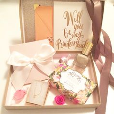 Box wedding invitations, bridesmaid proposal box, bridesmaids and groomsmen Gifts For Wedding Party, Our Wedding, Destination Wedding, Wedding Planning, Bridesmaid Gift Boxes, Bridesmaid Proposal Box, Bridesmaid Ideas, Box Wedding Invitations, Wedding Favors