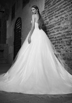 Addicted to White Gorgeous Wedding Dress, Dream Wedding Dresses, Wedding Gowns, Mod Wedding, Wedding Bells, Wedding Ideas, Perfect Bride, Fabulous Dresses, Bride Look
