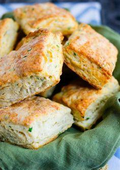 Печенье с сыром и луком