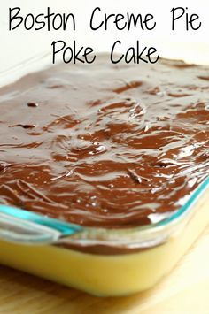 Boston Creme Pie Poke Cake This easy poke cake recipe is a delicious version of the popular Boston cream pie! - Boston Creme Pie Poke Cake, An Easy and Delicious Dessert! Perfect for summer time picnics and potlucks! Poke Cakes, Poke Cake Recipes, Cupcake Cakes, Dessert Recipes, Layer Cakes, Dessert Simple, Quick Dessert, Boston Cream Poke Cake, Boston Creme Cake Recipe
