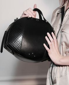 FRENCH MODE // Nicolas Theil - Bee Bag Mâle - #nicolastheil #frenchmode #women #handbag #blackleather #madeinfrance #trendy #luxury #elegance #modernity #lifestyle