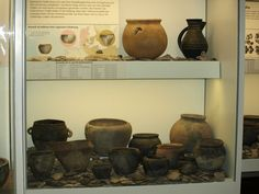 Various pottery vessels (Wikinger Museum Haithabu)