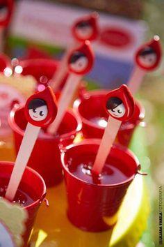 Se você está procurando ideias para o tema Festa Chapeuzinho Vermelho está no lugar certo. Descubra ideias de roupas, decoração, lembrancinhas, docinhos etc