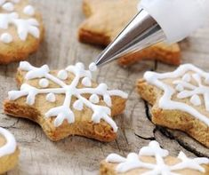 christmas cinnamon cookies icing decorating process with a pastry bag Cinnamon Stars Recipe, Cinnamon Cookies, Yummy Cookies, Sugar Cookies, Holiday Cookie Recipes, Holiday Cookies, Holiday Meals, Gluten Free Gingerbread Cookies, National Cookie Day