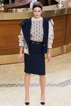 See the complete Chanel Fall 2015 Ready-to-Wear collection.