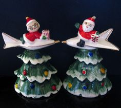 SANTA CLAUS & ROCKET SHIPS ~ Vintage Christmas Salt And Pepper S&P Shaker Set