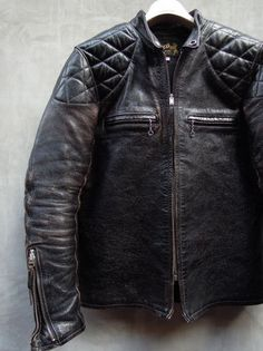 Men's stylish jackets certainly are a vital component to each and every man's clothing collection. Men need jackets for a number of activities and several weather conditions. Men's Jacket Fashion Look. Vintage Leather Jacket, Men's Leather Jacket, Biker Leather, Leather Men, Leather Jackets, Jacket Jeans, Cargo Jacket, Utility Jacket, Biker Style