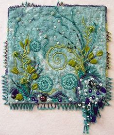 Ideas embroidery art textile for 2019 Ribbon Embroidery, Beaded Embroidery, Embroidery Stitches, Machine Embroidery, Embroidery Designs, Fabric Art, Fabric Crafts, Aqua Fabric, Art Perle