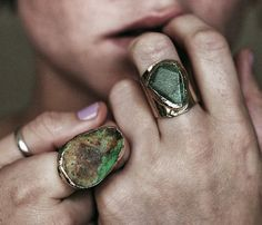 How to Chic: STONE RINGS Adds earthy feminine charm to any outfit. Plus you can colour coordinate! THAT IS EXCITING.