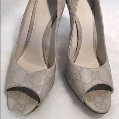 Gucci beige platform shoes size 37.5 Looks great no major flaws just has trace of gentle used. Gucci Shoes Platforms