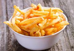 De l'ail pour des frites délicieuses Vous adorez les frites, n'est-ce pas ? Voici une astuce pour les rendre encore meilleures. Le truc de grand-mère : plongez deux gousses d'ail légèrement percées au moment de faire chauffer l'huile de friture.