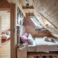 decoration-chalet-interior-guest-room-paneling-wood - Home & DIY Tiny House Living, Cozy Living Rooms, Small Living, Living Area, Living Spaces, Attic Spaces, Small Spaces, Salons Cosy, Attic Bedrooms