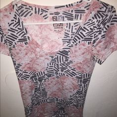 Nollie floral v-neck tee Size XS rarely worn Nollie Tops Tees - Short Sleeve