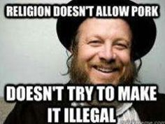 """""""Religion doesn't allow pork. Doesn't try to make it illegal"""" / """"La religión no permite el cerdo. No trata de hacerlo ilegal"""". #JewishComedy #HumorJudio www.enlacejudio.com"""
