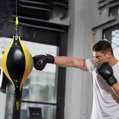 Boxing Workout Routine, Boxing Training Workout, Boxing Techniques, Martial Arts Techniques, Boxing Drills, Boxing Gym, Martial Arts Workout, Martial Arts Training, Self Defense Martial Arts