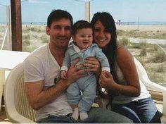 lionel messi and his son | Lionel Messi presents his son Thiago to the world (photos) - Terra USA