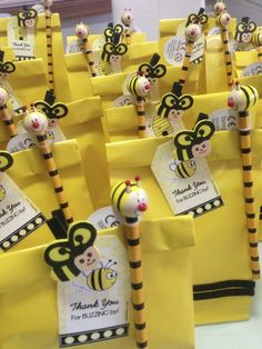 A beautiful bumble bee party, great ideas on how to d… Bumble Bee Birthday Party. A beautiful bumble bee party, great ideas on how to do this yourself. Mommy To Bee, Bumble Bee Decorations, Bumble Bee Birthday, Bee Crafts, Party Crafts, 1st Birthday Parties, Themed Parties, Birthday Kids, Birthday Month