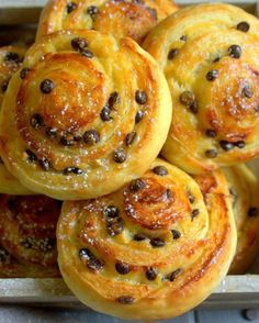 Rolls with pastry cream and chocolate - Dessert Bread Recipes Cooking Bread, Cooking Chef, Bread Baking, Cooking Recipes, Dessert Bread, Dessert Recipes, Yummy Cakes, Love Food, Sweet Recipes