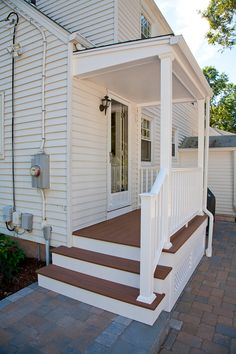 Aspiring forecasted front porch design pop over to this web-site Eingang Small Front Porches, Front Porch Design, Decks And Porches, Side Deck, Side Porch, Front Porch Steps, Azek Trim, Porch Trim, Porch Builders