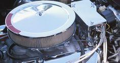 Como solucionar problemas de um carburador de motosserra Walbro. O carburador Walbro regula o ciclo do combustível, retirando gás do interior, misturando-o com o ar e enviando-o para a combustão. A maioria dos problemas que um operador irá experimentar ao usar uma motosserra será a ocorrência de um carburador sujo ou com defeito. Uma maneira eficiente para isolar o problema no carburador é realizar nele testes ...