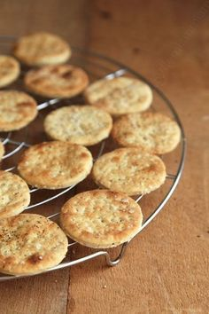 Crackers with fleur de sel for a drink or just for the pleasure of nibbling – the yum - Kinds Of Snacks 2020 Breakfast Buffet, Breakfast For Dinner, Breakfast Recipes, Tapas, Cuisine Diverse, Party Sweets, Quick Healthy Breakfast, Healthy Brunch, Galletas Cookies