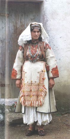 A special old costume worn by the women from Pllana. Cultures Du Monde, World Cultures, Folk Fashion, Ethnic Fashion, Traditional Fashion, Traditional Dresses, Middle East Culture, Albanian Culture, European Costumes