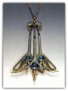 Réne Lalique. Fuchsia pendant (n.d.)