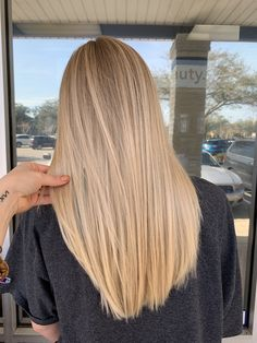 Best Jacksonville Hair Salon features Master Hair Colorist, and Balayage Specialist Linda Deason and top stylists in Jacksonville. Blonde Hair Shades, Blonde Hair Looks, Dyed Blonde Hair, Medium Blonde Hair Color, Summer Blonde Hair, Highlighted Blonde Hair, Cream Blonde Hair, Summer Hair, Hair Color Blondes