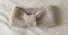 En tricot, pas besoin de se prendre la tête pour réaliser de jolis vêtements et des accesoires uniques, la preuve avec ce headband tricoté en deux temps trois mouvements.