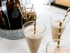 Food network recipes 16536723612730786 - Get Trisha Yearwood's Frozen Chocolate Mudslide Recipe from Food Network Source by ranboo Frozen Chocolate, Low Carb Chocolate, Chocolate Ice Cream, Chocolate Desserts, Food Network Trisha Yearwood, Food Network/trisha, Mudslide Recipe, Trisha's Southern Kitchen, Cream Liqueur