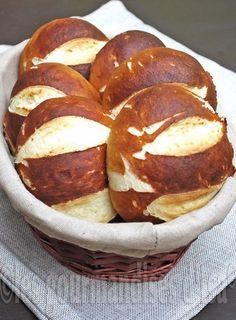 Les gourmandises d'Isa: PAINS BRETZELS Pains, Dessert Recipes, Desserts, Pretzel Bites, Bread, Cooking Ideas, Food, Pretzel Bread, Pretzels