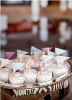 wedding cupcakes ideas   Read more : Rustic Wedding From Jen Dillender Photography http://www.itakeyou.co.uk/wedding/rustic-wedding-jen-dillender/  photo : http://jendillenderphotography.com/wp1/
