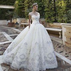 #vestido #vestidos #vestidodenoiva #vestidodenovia #vestidodecasamento #noiva #novia #casamento #vestifodeluxo #dress #dresses #luxurydress #weddingdress #wedding #bride #brides #bridedress