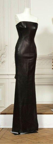 a9c4076bfbf7 Gianni VERSACE couture circa 1988 1989 Robe fourreau en cuir noir, haut  bustier,