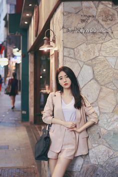 Korean Fashion – How to Dress up Korean Style – Designer Fashion Tips Korean Girl Fashion, Korean Fashion Trends, Korean Street Fashion, Ulzzang Fashion, Korea Fashion, Womens Fashion For Work, Asian Fashion, Daily Fashion, Girly Outfits