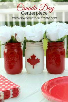 Adorable mason jar Canada Day centerpiece for your BBQ party! Canada Day 150, Happy Canada Day, Canada Canada, Canada Travel, Canada Day Centrepiece, Mason Jar Crafts, Mason Jars, Canada Day Crafts, Diy Canada Day Decor