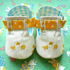 Button-Me Baby Booties