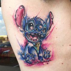 lilo and stitch tattoo Aquarell Tattoos, Kunst Tattoos, Body Art Tattoos, Sleeve Tattoos, Tattoo Art, Tattoo Life, Tattoo Shop, Lilo And Stitch Tattoo, Lilo E Stitch