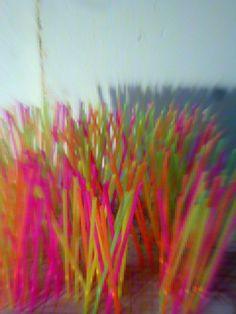 ESCULTURA CINÉTICA Y SONORA Técnica mixta cuadricula de malla metalica y varillas de fijación de acero 250 tubos de PVC policromados en varios colores 250…  -  Miguel Angel Arrudi Ruz: Google+