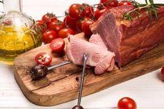 Schab suszony w piekarniku, przepis na domową wędlinę Polish Recipes, Food And Drink, Beef, Cheese, Dom, Drinks, Sausage Recipes, Cooking Recipes, Cooking