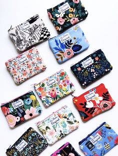 Carry your spare change, cash and credit/debit cards in style with our beautiful handmade coin purses and leather coin wallets. Handmade Purses, Handmade Handbags, Coin Purses, Purses And Bags, Craft Accessories, Fabric Bags, Zipper Bags, Couture, Credit Cards