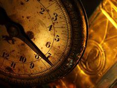 Resultado de imagen de old clocks wallpaper