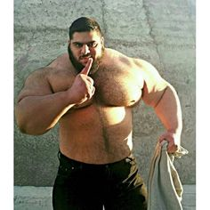 Meet the Iranian bodybuilder known as The Persian Herculeswho wants to crush Islamic State