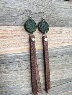 Long Leather Earrings - Deep Forest Green with Brown Leather Tassel Earrings -Long Dangle Boho Earri - DIY Jewelry Vintage Ideen Diy Leather Earrings, Leather Tassel, Leather Jewelry, Earrings Handmade, Handmade Jewelry, Leather Accessories, Diy Jewelry, Gemstone Jewelry, Jewelry Making