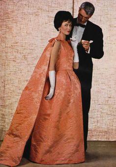 1969 Fashion, 60s And 70s Fashion, Couture Fashion, Retro Fashion, Vintage Vogue, Vintage Glamour, Vintage Woman, Vintage Style, Vintage Gowns