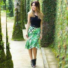 Luz na passarela que lá vem ela! A terça-feira começa muito mais bonita com esse look da blogueira @micamacho. Reconheceu a sandália? É a N7581 da Tanara Brasil! Disponível em http://ift.tt/1SLG2kZ
