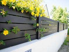 Patio and garden fence backyard design diy ideas Aluminum Driveway Gates, Driveway Fence, Aluminum Fence, Front Yard Fence, Diy Fence, Backyard Fences, Aluminium Fencing, Pallet Fence, Fence Ideas